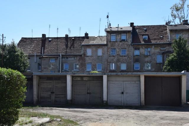 Sprawdź ceny garaży w Nowej Soli. Niektóre można wynająć, a inne kupić. Kliknij w zdjęcie i przejdź do galerii.>>>>>