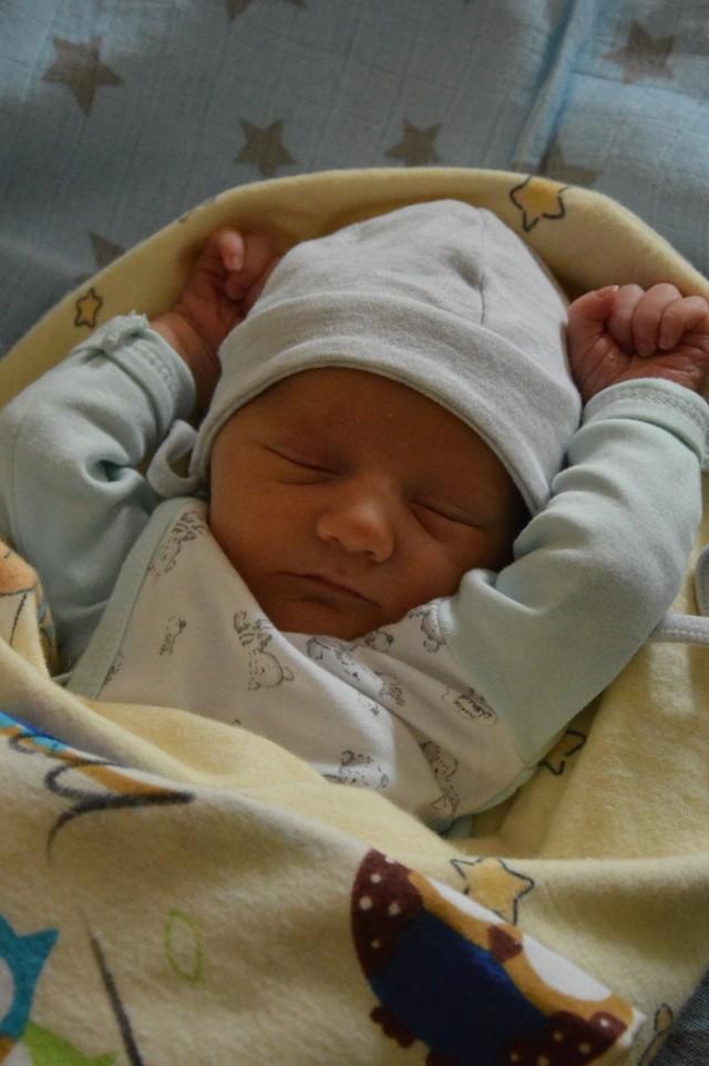 Jan Józef Wnuk z Tomaszowa Maz.  Urodził się 19 stycznia 2020 r.  53 cm, 3120 g