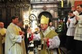 Kraków. Msza Krzyżma Świętego w wawelskiej Katedrze. Abp Jędraszewski mówił o atakach na Chrystusa [ZDJĘCIA]