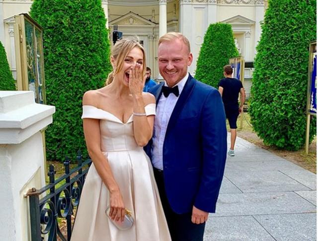Paweł Markiewicz (na zdjęciu z Małgorzatą Sochą) z którą wystąpił w filmie Jak poślubić milionera