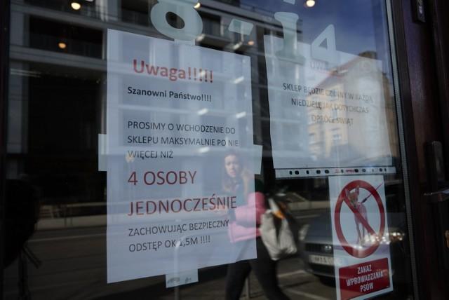 Koronawirus w Poznaniu: Sklepy, apteki i urzędy wprowadziły specjalne środki bezpieczeństwa