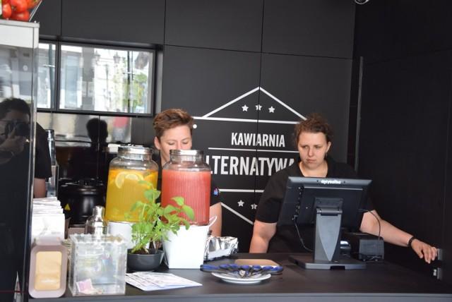 Nowa kawiarnia Alternatywa 21 została otwarta na Starym Rynku w Częstochowie  Zobacz kolejne zdjęcia. Przesuwaj zdjęcia w prawo - naciśnij strzałkę lub przycisk NASTĘPNE