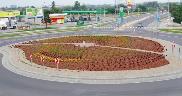 Zieleń pojawiła się na rondzie turbinowym w Inowrocławiu
