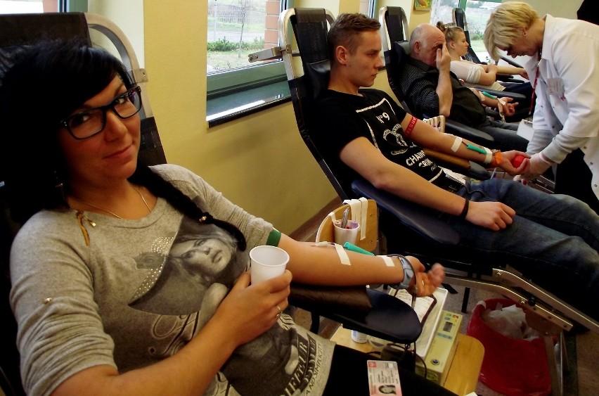 Akcja poboru krwi w Zbąszyniu. Oddają własną krew,...