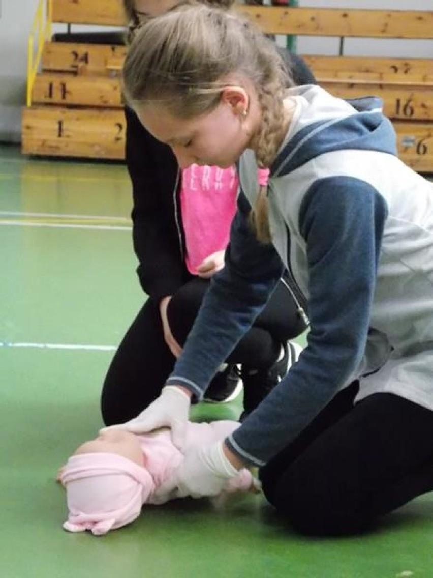 Międzyszkolny konkurs pierwszej pomocy w Zduńskiej Woli [zdjęcia]