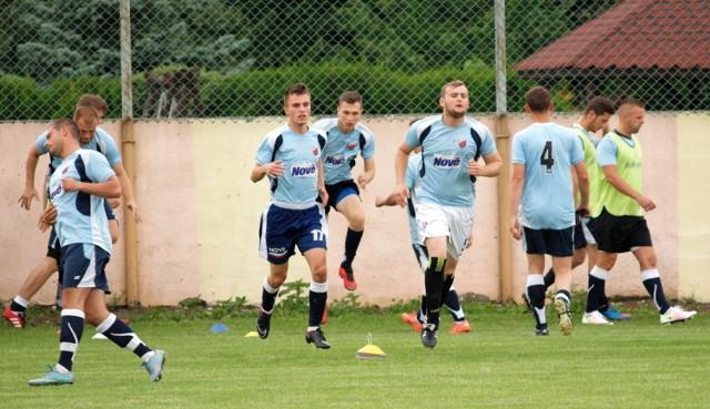 Piłkarze Wisły Nowe w okresie przygotowawczym wygrali wszystkie sparingi. W sobotę pokonali Centrum Pelplin 3:2.