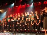 WRZEŚNIA: Wznieś serce nad zło - koncert Wrzesińskiego Chóru Dziecięco-Młodzieżowego oraz Wrzesińskiego Studia Piosenki [FOTORELACJA]