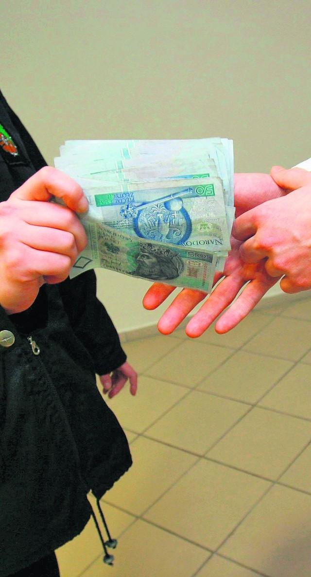 Kobieta poinformowała o korupcji dopiero wtedy, gdy okazało się, że urzędnik - mimo przyjęcia pieniędzy - nie załatwił odrolnienia działek. Stanisławie B. nic za to nie grozi