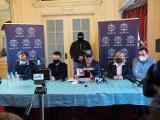 Konferencja z udziałem Krzysztofa Rutkowskiego w sprawie molestowania dzieci w prywatnym przedszkolu. Rodzice bronią właścicielki i jej syna