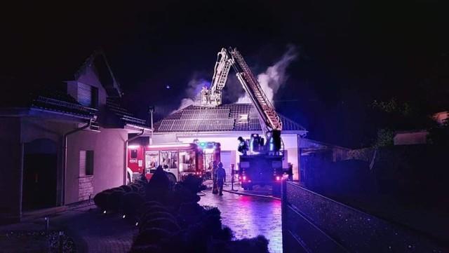 W Krzepicach, w sobotę 22 maja, spalił się garaż i przybudówka.