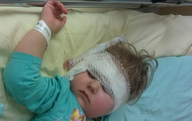 Kiedy Amelka z Bydgoszczy skończyła dwa lata, stwierdzono u niej głęboki obustronny niedosłuch zmysłowo-nerwowy (słyszy dźwięki tylko powyżej 105 dB). Aby mogła zacząć się prawidłowo rozwijać, potrzebuje jak najszybszej operacji drugiego ucha i rehabilitacji