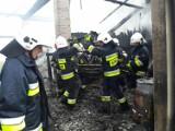 Pożar stodoły w Porębie Spytkowskiej wywołany jednym feralnym uderzeniem pioruna, straty to ok. 200 tys. zł