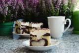 Ciasto z gruszkami i kremem. Zobacz najlepszy przepis na jesienne ciasto. Wideo i zdjęcia