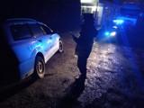 Radomsko. Obywatelskie zatrzymanie pijanego kierowcy. Wjechał do rowu, świadek wezwał policję