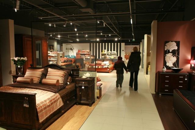 W sieci sprzedaży Black Red White znajduje się około 2 tys. salonów i sklepów.