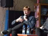 Alek Rogoziński będzie gościem WIMBP w Rzeszowie. Spotka się z czytelnikami online