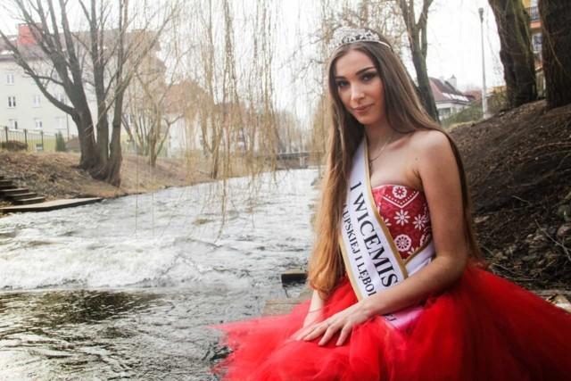 Weronika Bartkowska z Trzepcza Królewskiego (pierwsza z prawej) zdobyła kolejny tytuł - tym razem została pierwszą wicemiss podczas konkursu Miss Ziemi Słupskiej i Lęborskiej