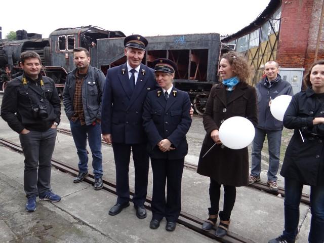 Józef Kaźmierczak oraz Judyta Kurowska-Ciechańska (oboje w mundurach)  kochają podróże po Europie
