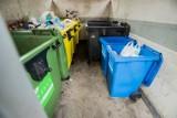 Uchwała śmieciowa w Warszawie unieważniona przez sąd. Brak zgody na powiązanie opłat za odpady ze zużyciem wody
