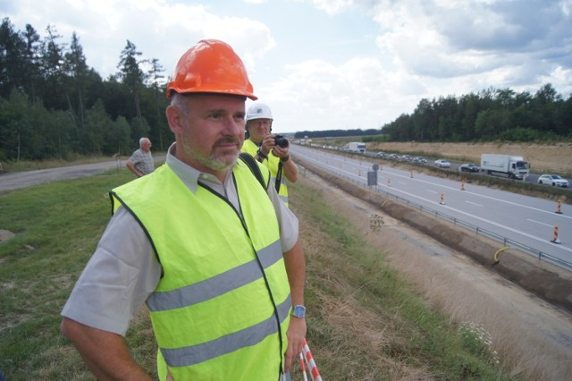 Budowa autostrady A1. Pierwszy odcinek betonowej jezdni koło Radomska przekazany kierowcom