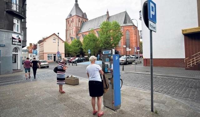 Od sierpnia wejdą w życie nowe, uchwalone przez radnych miejskich stawki, a także zwiększy się na terenie miasta liczba płatnych miejsc parkingowych.
