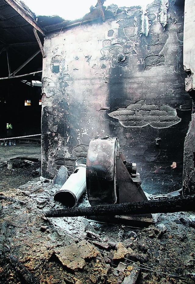 Hala całkowicie spłonęła, straty wynoszą ok. 400 tys. zł