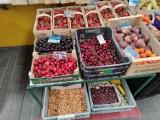 CENY owoców i warzyw na targowisku w Częstochowie. Sprawdziliśmy! Po ile teraz są truskawki, czereśnie i kalafiory...