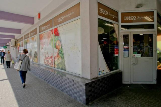 Tesco na Piaskowej Górze w Wałbrzychu jest jednym z likwidowanych sklepów.