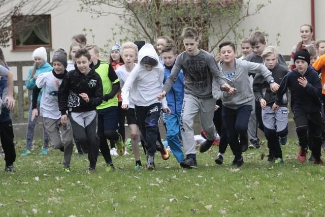 Wiosenne przełaje w Pucku 2017. Szkolne bieganie z LKS Ziemi Puckiej