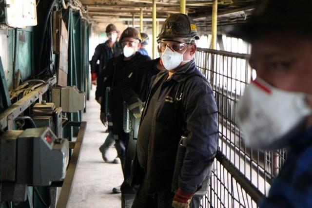 Środki prewencji koronawirusa stosowane w Ruchu Halemba kopalni Ruda w Rudzie Śl.,  Zobacz kolejne zdjęcia/plansze. Przesuwaj zdjęcia w prawo - naciśnij strzałkę lub przycisk NASTĘPNE