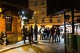 Nocne życie kontra nowe restrykcje. Krakowianie pogodzili wieczory na mieście i konieczność noszenia maseczek? [ZDJĘCIA]