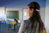 """Rozpoczęcie roku szkolnego w cieniu koronawirusa. """"Szkołymogą już za miesiąc zostać zamknięte"""""""