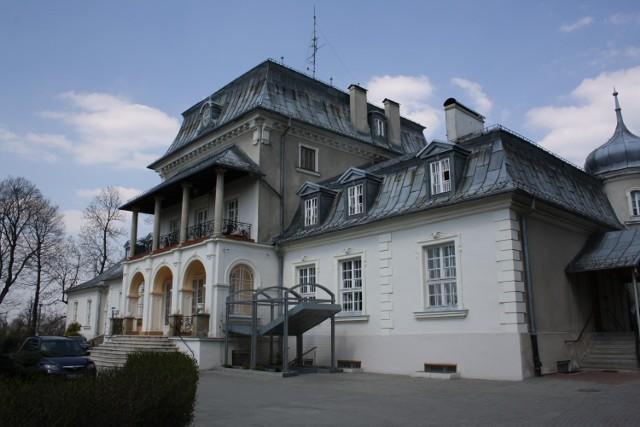Badania potwierdziły zakażenie koronawirusem u czterech pracowników Powiatowego Domu Pomocy Społecznej w Płazie