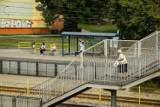 """Bydgoszcz. Na Wyżynach chcą powrotu linii 79 na starą trasę. """"Przejście przez kładkę to koszmar!"""" [zdjęcia]"""