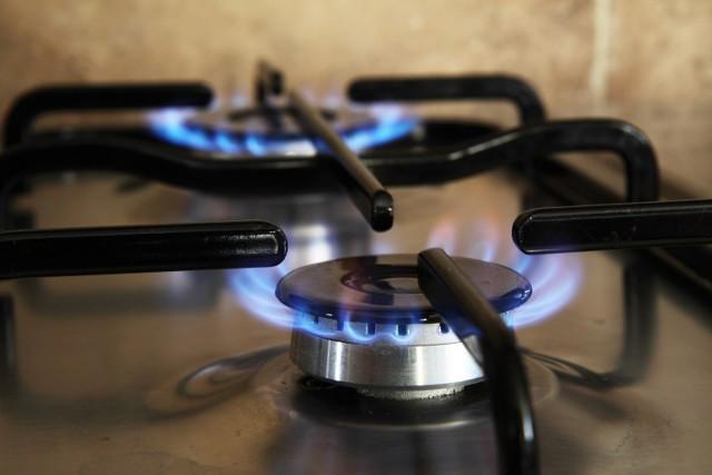 Senior oszczędzał na zużyciu gazu, a i tak okazało się, że jest niedopłata. Tak wynika z rozliczenia za poprzednie lata