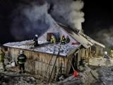 Joniny koło Ryglic. Pożar warsztatu stolarskiego. Ogień pojawił się nad ranem. Na miejscu jest kilkudziesięciu strażaków [ZDJĘCIA]