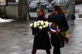 Symboliczny pogrzeb Tomasza Mackiewicza. Tak wyglądała uroczystość w Warszawie [ZDJĘCIA]