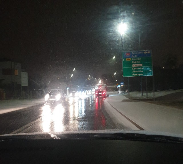 Na ulicy Wodzisławskiej były fatalne warunki - alarmowali kierowcy