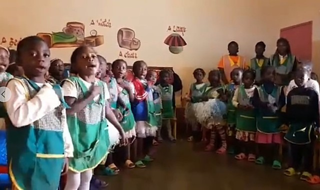Występ dzieci z Afryki dla dzieci w Szczawnie-Zdroju