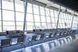 """Wakacje na lotnisku Chopina. """"Momentami dochodzimy do granicy przepustowości"""". Czy największy port lotniczy w Polsce się zapcha?"""
