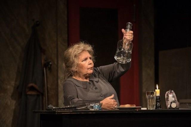 Marta Lipińska jako Esmeralda Quipp w sztuce 'Lepiej już było...'