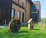 Hoteliki dla pszczół już gotowe, wkrótce powstanie kwietna łąka!