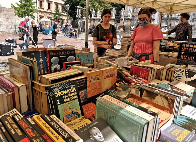 Pierwszy Krakowski Kiermasz Książki w tym roku odbył się w połowie czerwca na placu Marii Magdaleny i cieszył się dużym powodzeniem