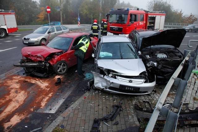 Spowodowanie zagrożenia bezpieczeństwa w ruchu drogowym - kwota mandatu karnego przypisana za naruszenie stanowiące przyczynę zagrożenia powiększona o 200 zł, jednak nie więcej niż 500 zł