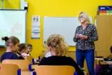 Od 18 stycznia nauka stacjonarna dla uczniów klas I-III. Nauczyciele z poznańskich szkół chcą szczepień zamiast bezpłatnych testów