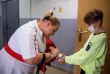 Tarnów. Marzena Zięba i Michał Derus, medaliści Igrzysk Paraolimpijskich w Tokio spotkali się z uczniami tarnowskich szkół [ZDJĘCIA]