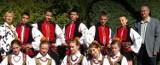 """Gmina Krasnystaw. Zespół Ludowy """"Koral""""  wkrótce zatańczy  w nowych strojach regionalnych. Zobacz zdjęcia"""
