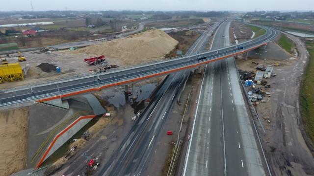 Budowa autostrady A1 w Łódzkiem. Jak postępują prace w okolicach Radomska i Piotrkowa?