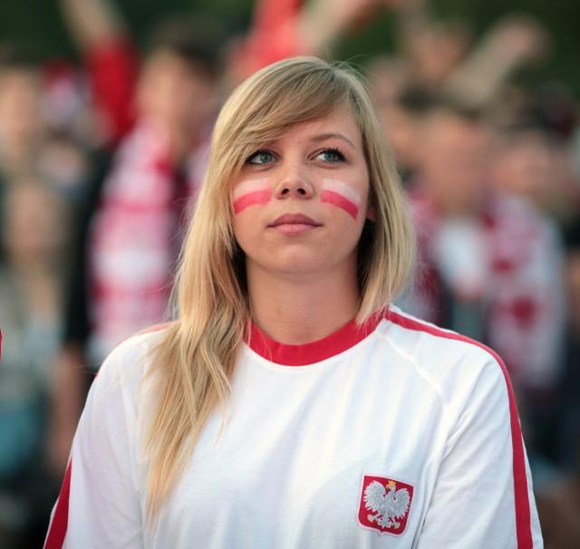 Euro 2016 Polska - Niemcy: Te kibicki zagrzewały naszych do walki! [GALERIA]