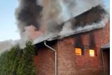 Pożar w Stanicy. Płonęła hala produkcyjna z opakowaniami foliowymi. Mieszkańcy skarżą się na smród
